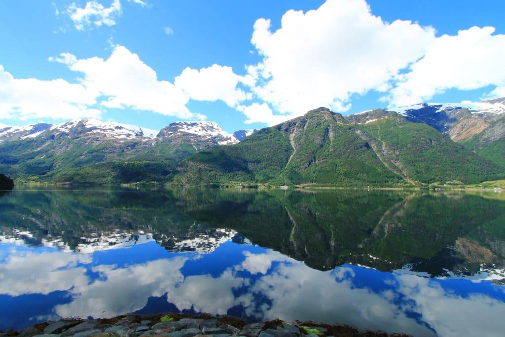 Gebirge und See Norwegen