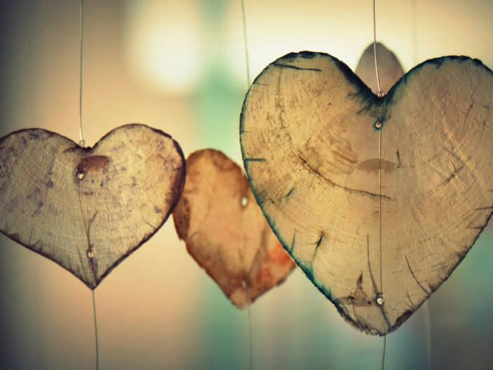 Ehe, Beziehung, Holzherzen