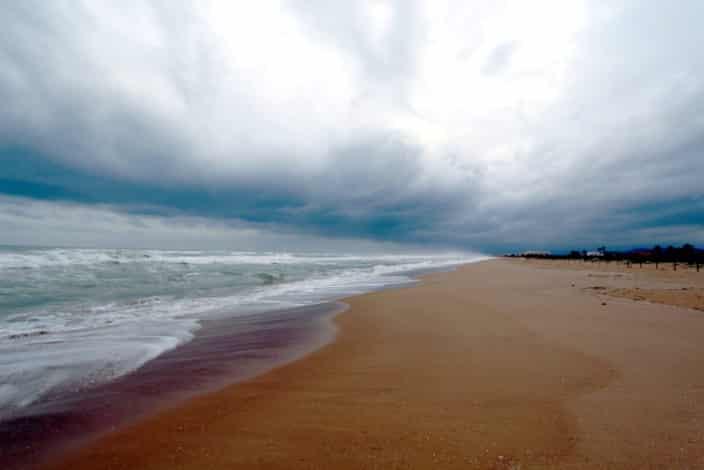 Sandstrand Mittelmeer Spanien Unwetter