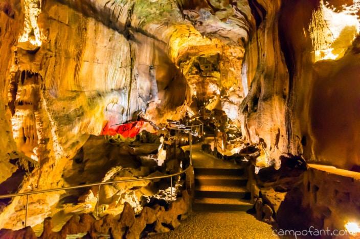 Grutas de Mira de Aire, Treppen, Höhle