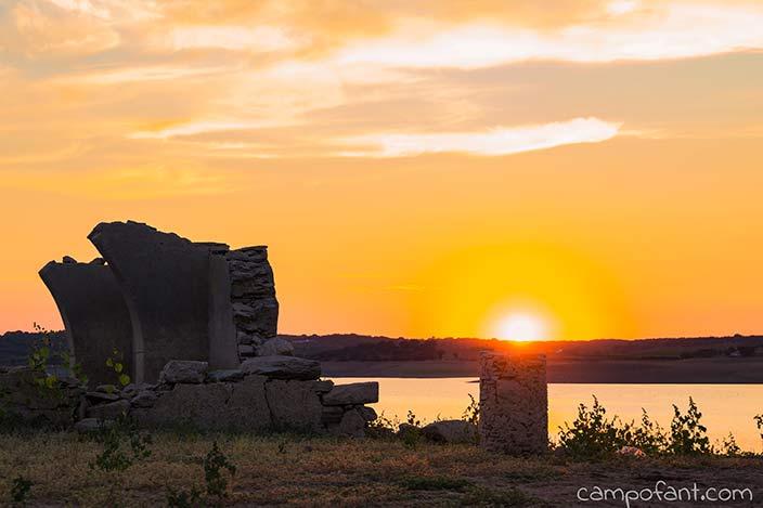 Sonnenuntergang, Avis, Ruine