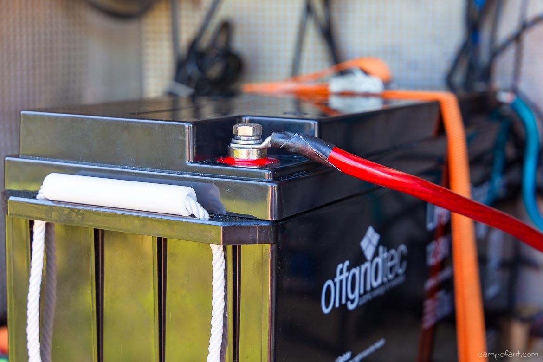 Solaranlage montieren Batterie anschliessen